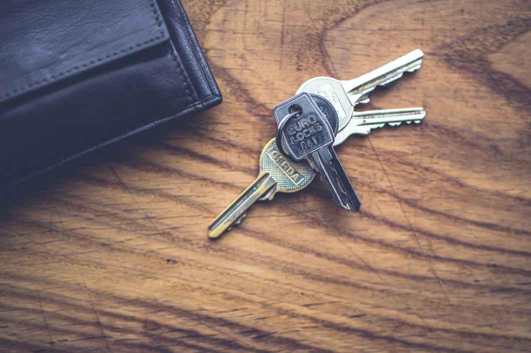 wood-top-keys-lock.jpg